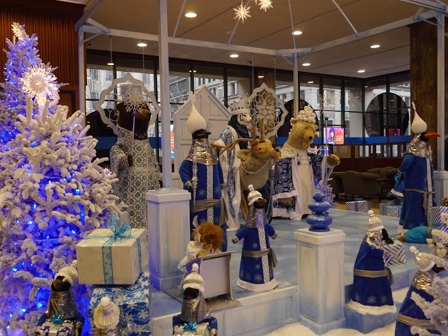 Bmo Harris Bank Christmas Display 2021 Free Holiday Display Now Open The Magical World Of The Snow Queen