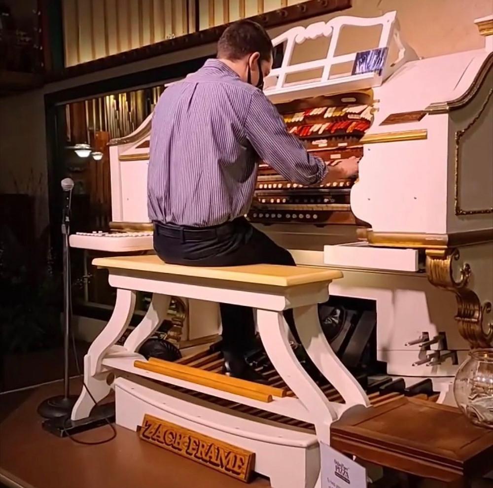 The organ player at Organ Piper Pizza.