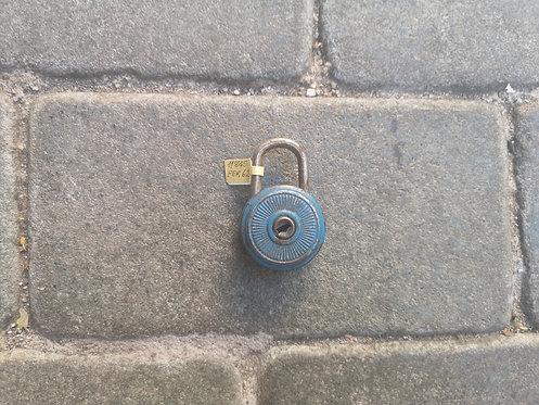 Mini tin padlock