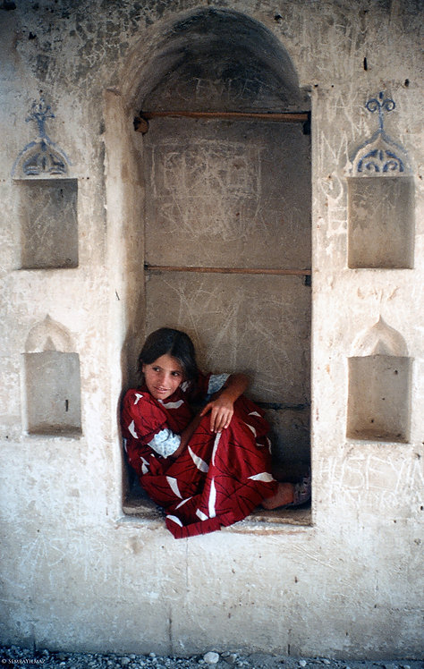 Girl in the arched window, Hasankeyf
