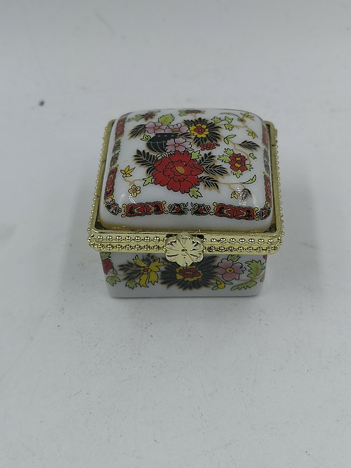 Porcelain pill box square