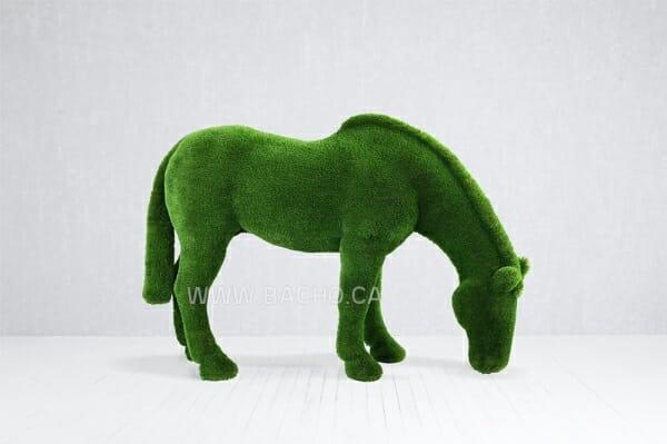 Grazing Horse - 1.7 x 2.7 x 0.8 m