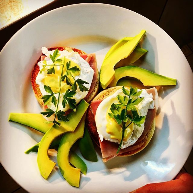 #breakfast #eggsbenedict #avocado  #toas