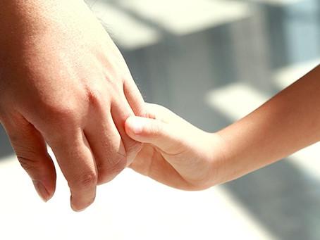 Quels sont les recours d'un père face à l'éloignement de son enfant à l'étranger par sa mère?