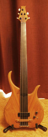 Vitus Fretless 5-String Bass