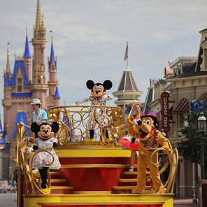 Mickey_and_Friends_Cavalcade_2.jpg