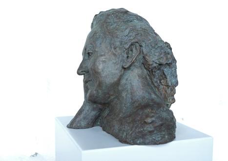 Selbstporträt, 2019 Porträtbüste, Bronze, patiniert H. 28 cm, B. ca. 33 cm (Gegossen 2020 Bildgießerei Richard Barth, Rinteln) - Ioana Luca, Bildhauerei