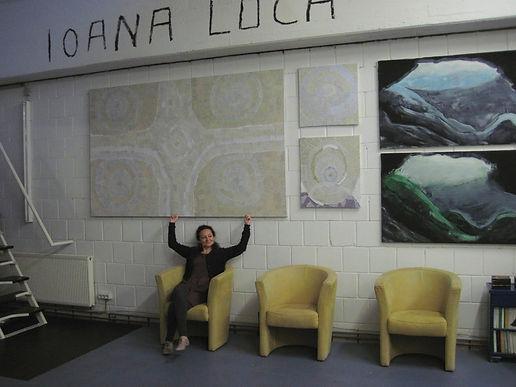 Rumänische Künstlerin Ioana Luca im Atelier