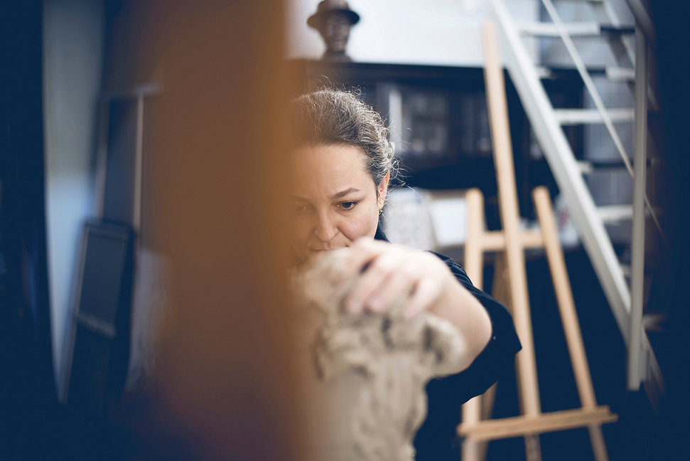 Ioana Luca, Plastikerin, Bildhauerin, Bildhauer in Düsseldorf, Plastiker, NRW, Skulpturauftrag, Plastiken, Kunst