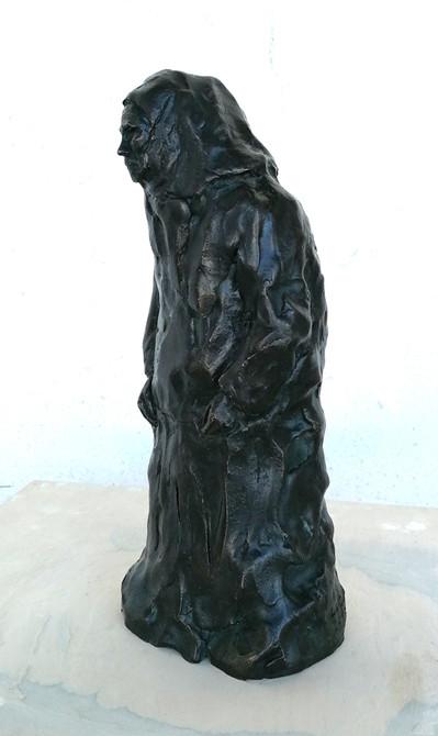 Kleine Figur, Großmutter Paraschiva, 2017 - Bronze, Guss 1/1, Unikat - gegossen 2019 in der Bildgießerei Richard Barth in Rinteln - Ioana Luca, Bildhauerin, Plastikerin