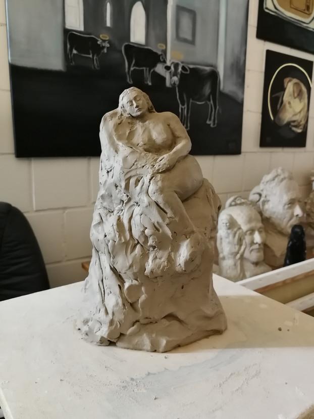 Die Ruhende, 2019, Tonmodell - Ioana Luca, Bildhauerin