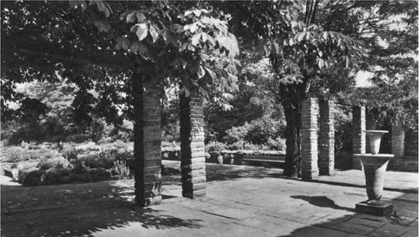 Pergola Funckepark.jpg
