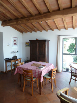 woonkamer met eettafel