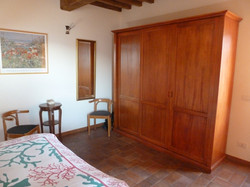 grote slaapkamer met klerenkast