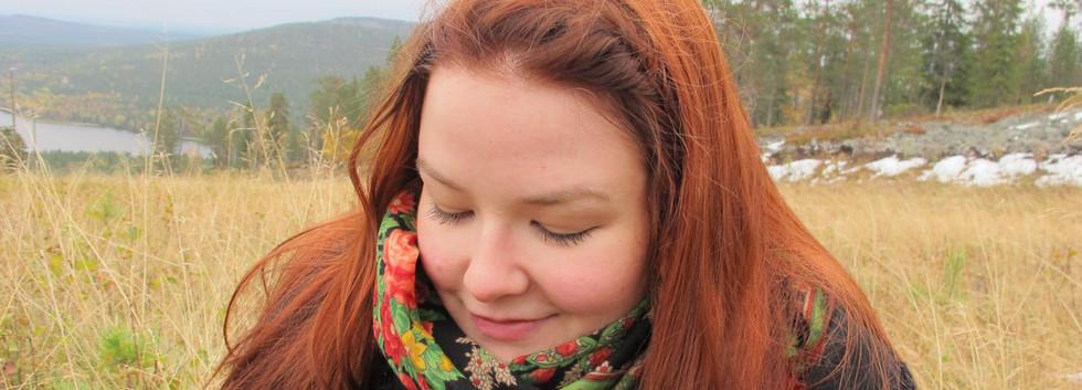 2014-10-28 punainen OMA tukka Noora.jpg