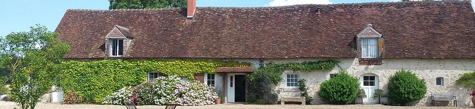 Ma maison de campagne est une ferme du 16è sièce, totalement rénovée et adaptée poun séjour en famille ou entre amis. Peut accueillir 16 personnes.