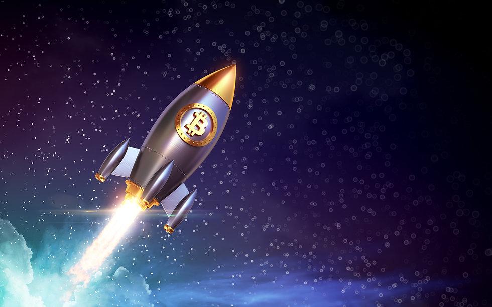 Das große Bild ist eine Weltraum Animation. Die silbern, schwarze Rakete zeiht einen Feuerstrahl hinter sich her und befindet sich auf einem blau lilanen Hintergurnd voller Sterne.