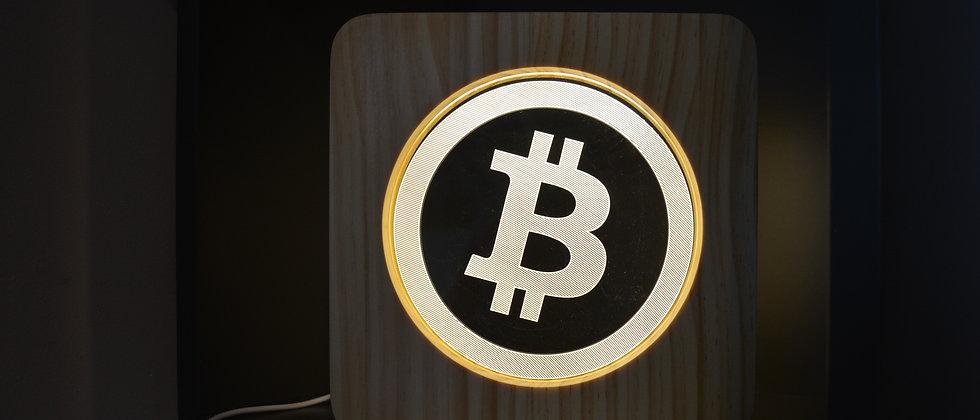 Holzlampe in Bitcoin Optik