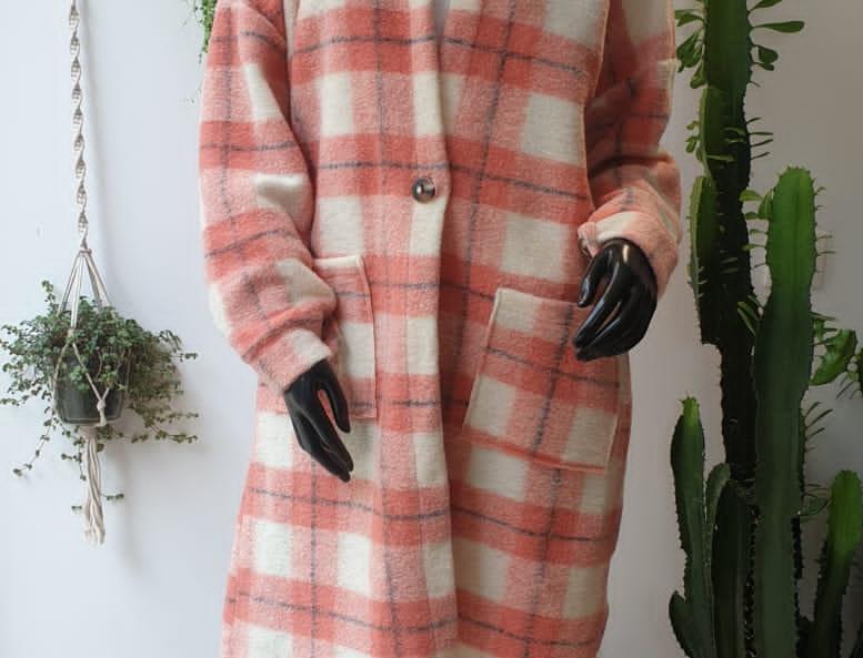 Manteau à carreaux rose
