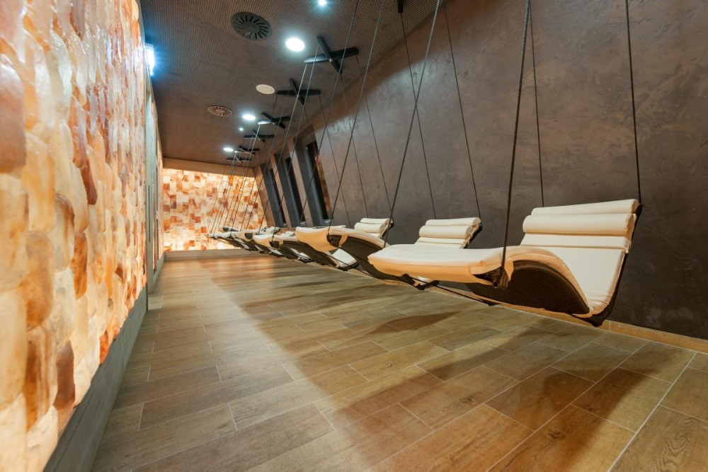 Relaxation with Physiotherm Infrared loungers and Salt bricks