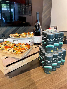 Accord OOYA x Pizza c'est un oui! Parfait drink pour garder les gens éveillés lors d'un meeting ou d'un événement!  L'infusion de guayusa libère de la L-Théanine ce qui permet d'optimiser la concentration lors de la consommation. Quoi de mieux?