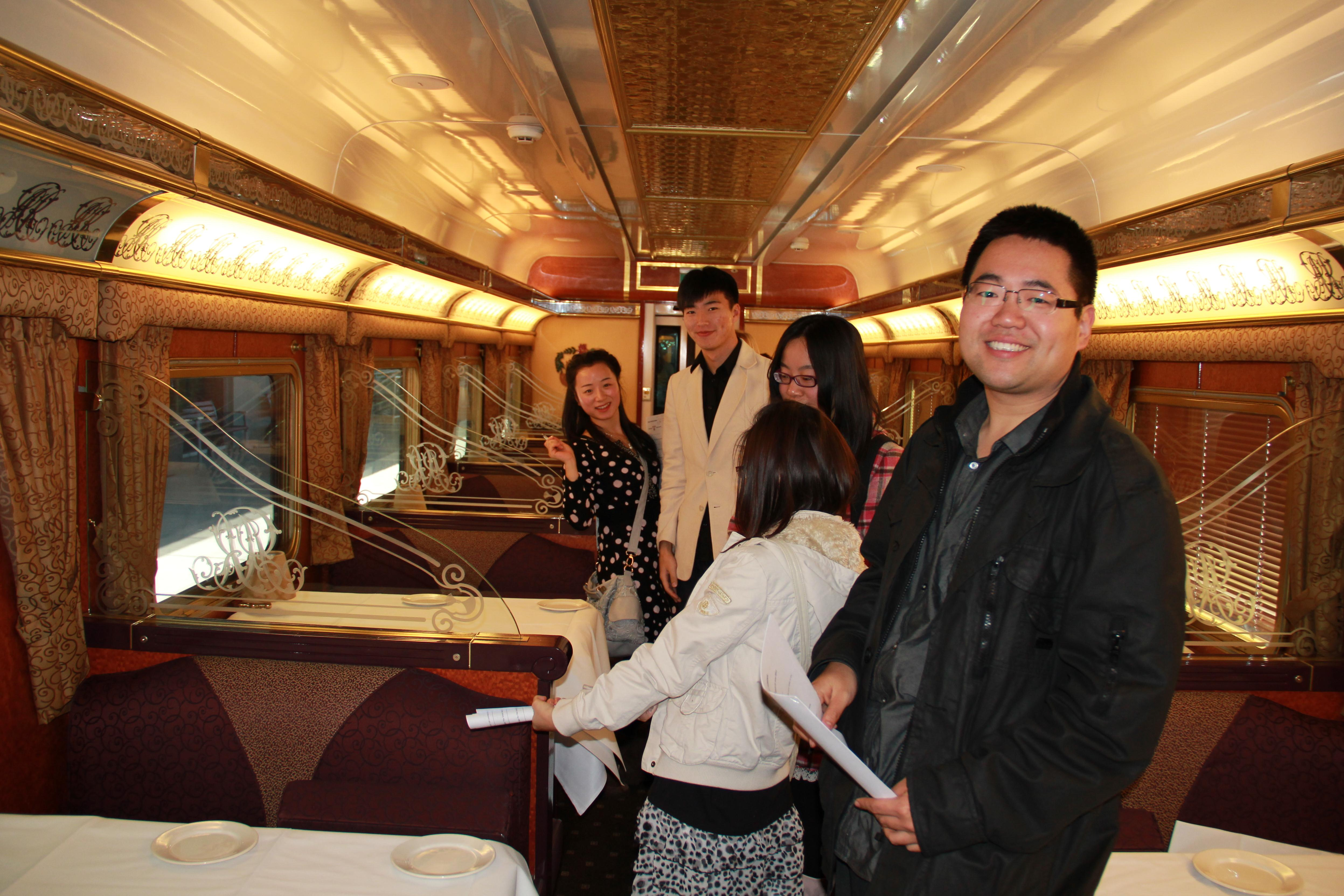 GROUP STUDENTS DINING CAR THE GHAN_crop.