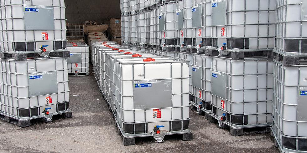 Schütz-kontteja Paketo Recycling varastossa