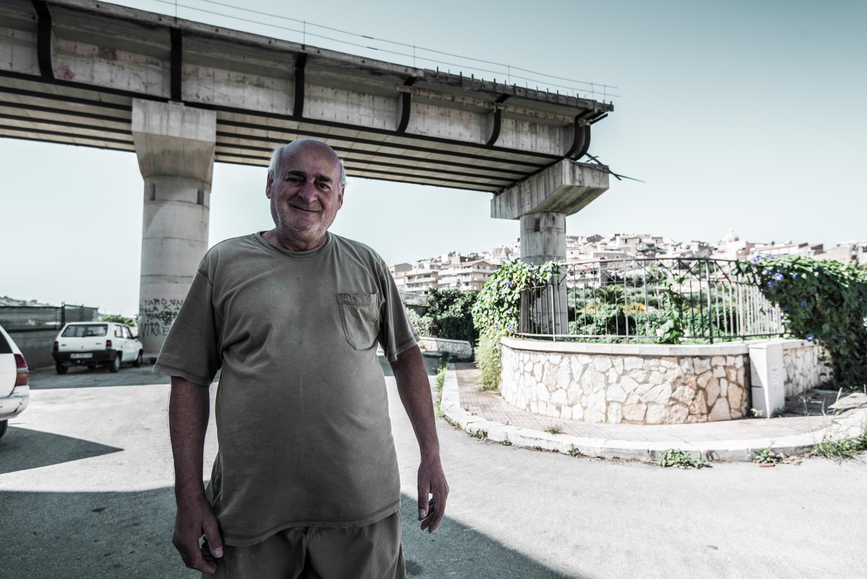 Siculiana (agrigento) ponte sospeso, abitante che ha subito l'esproprio del giar