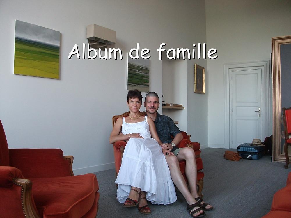 Anne et Pascal, assis dans un même fauteuil