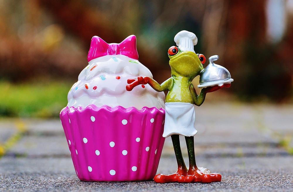 Grenouille et cup cake  en bibelot