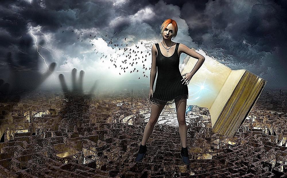 Une femme debout devant un livre ouvert