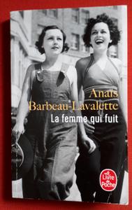 """Couverture du roman """"La femme qui fuit"""" de Anaïs Barbeau-Lavalette"""