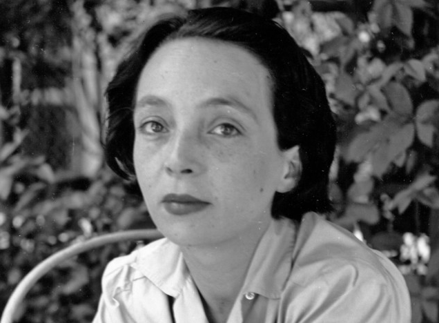Portrait en noir et blanc de Marguerite Duras jeune