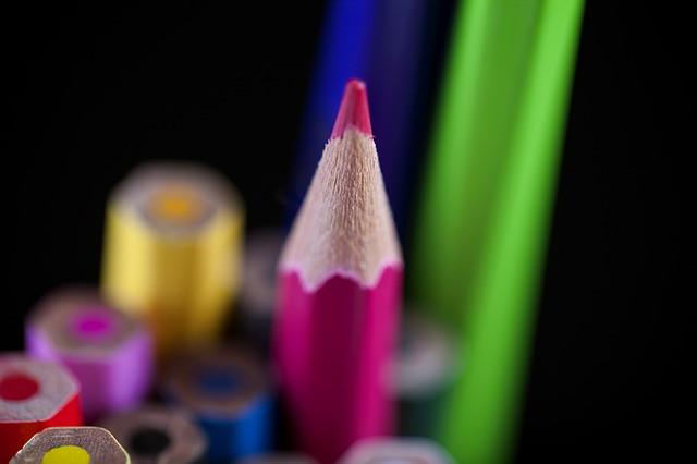 Crayons de couleur la couleur rose mise en avant
