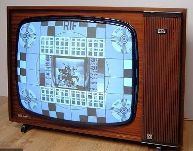 Ancien téléviseur avec la mire de la RTF