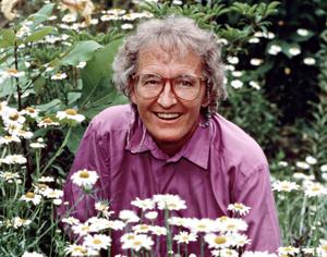 Elisabeth Kübler-Ross dans un champ de marguerites