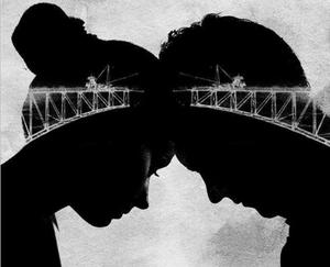 Deux têtes homme et femme front contre front en noir et blanc