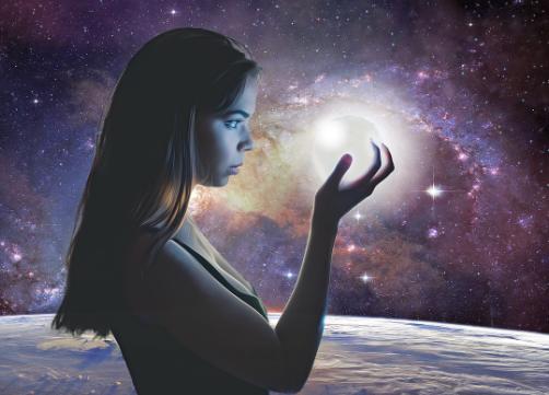 Une jeune femme entourée d'étoiles porte un astre dans la main