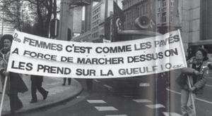 Banderole mai 68: Les femmes c'est comme les pavés à force de marcher dessus on les prend sur la gueule