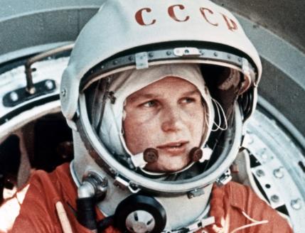 Photo de Valentina Tereshkova, première femme de l'espace en tenue de cosmonaute
