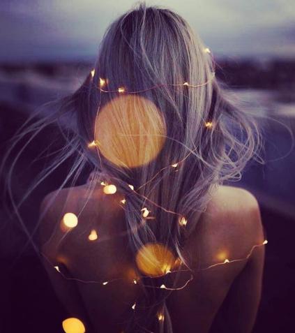 Femme de dos avec taches de soleil