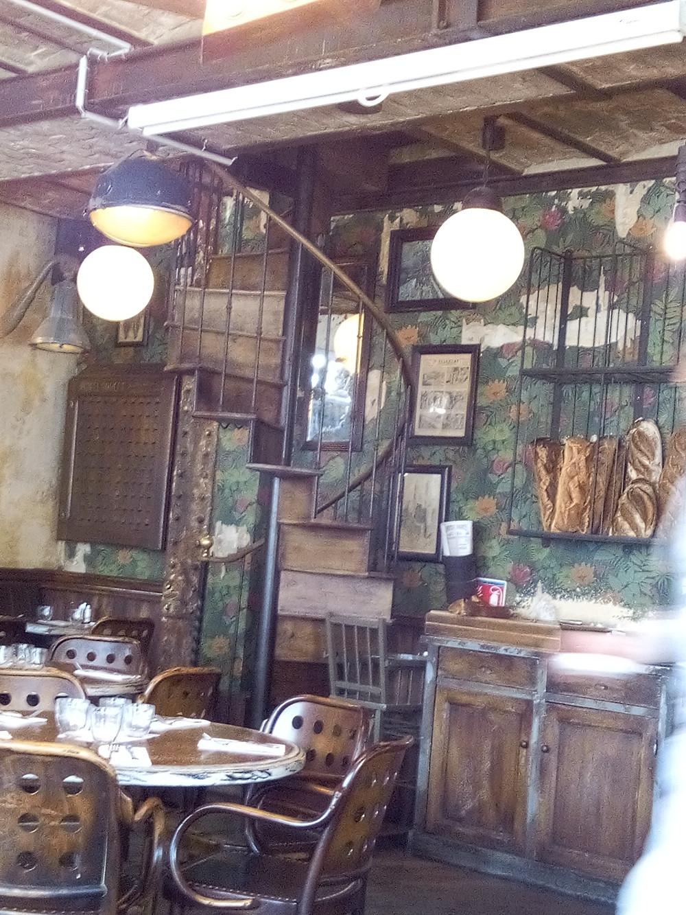 Le Petit Poucet, bar, brasserie boulevard Clichy à Parie