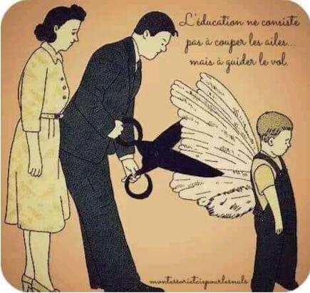 Un couple et son enfant. Le père tient une paire de ciseaux démesurée et coupe les ailes de l'enfant placé de dos