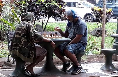 Deux  joueurs d'échecs à Papeete