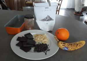 différents ingrédients pour le gâteau au chocolat santé