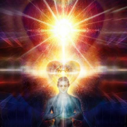Femme surmontée d'un soleil, un cœur en auréole