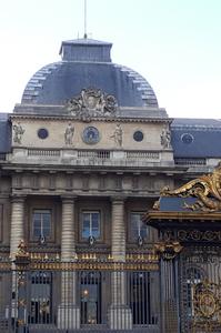 Entrée du palais de justice à Paris