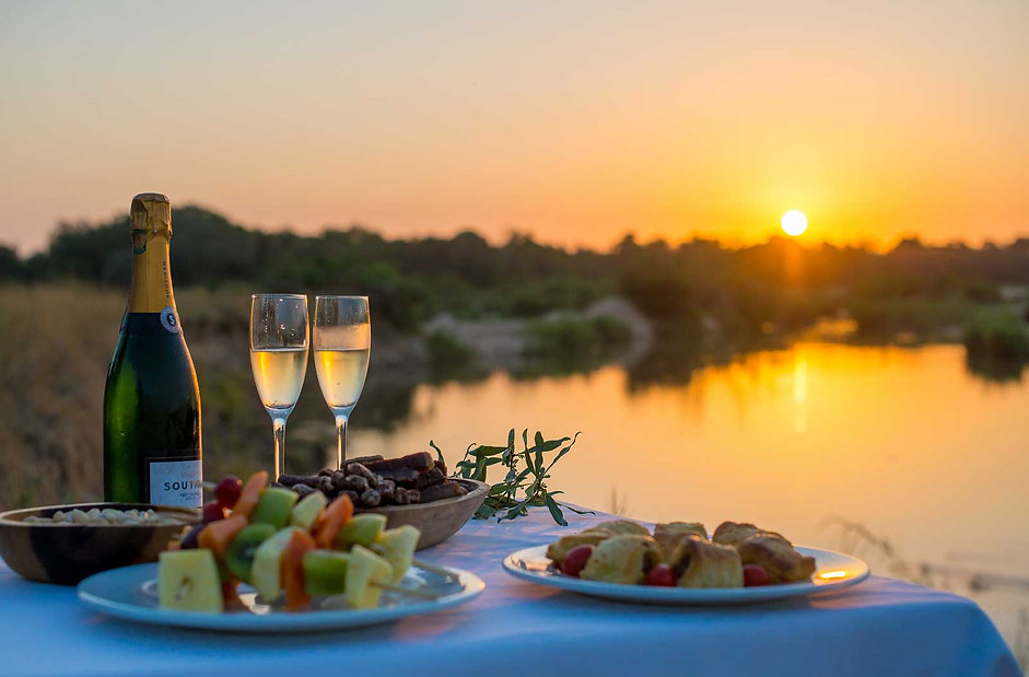 monate game lodge sunset drinks