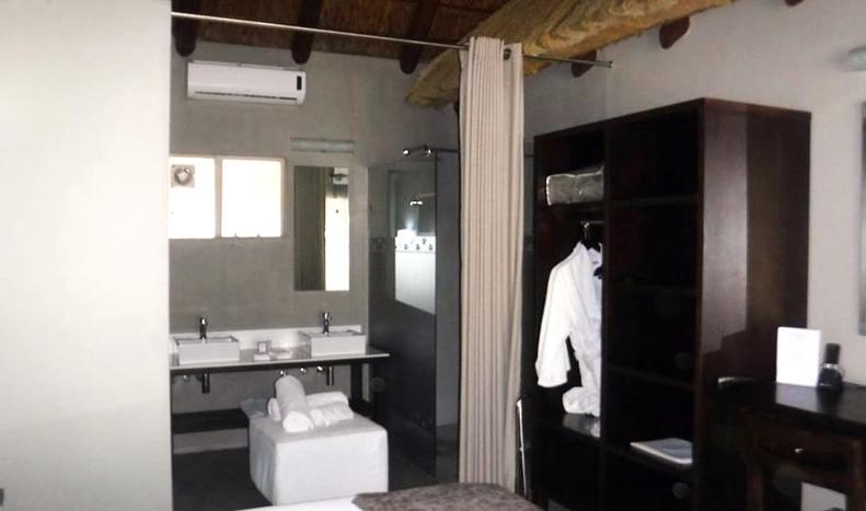 Room%202_edited.jpg