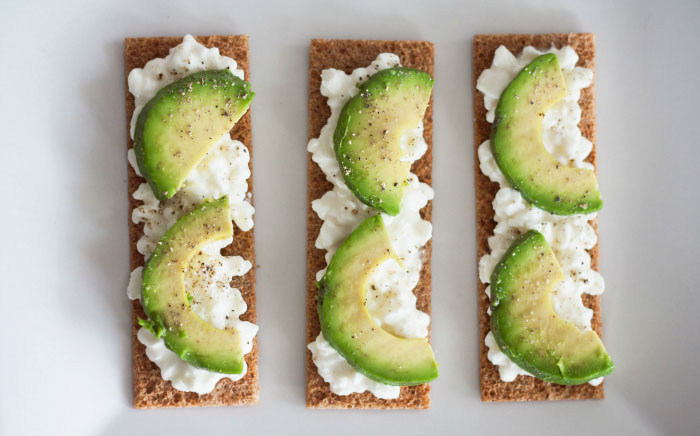 Finn crisps with cottage cheese & avo